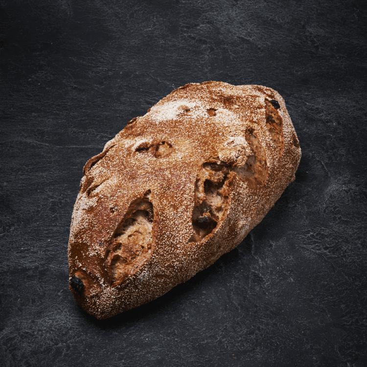 לחם אגוז צימוק אובלי