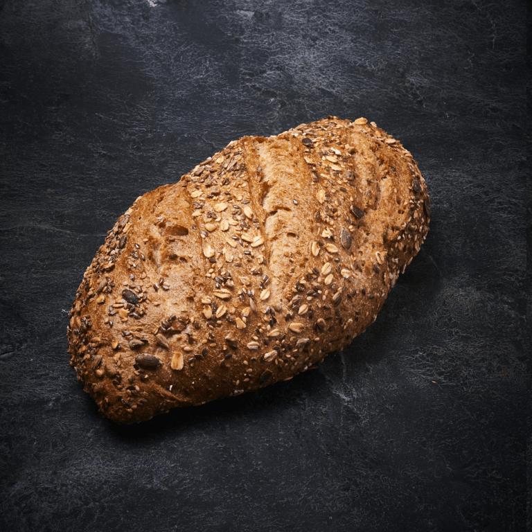 לחם דגנים אובלי