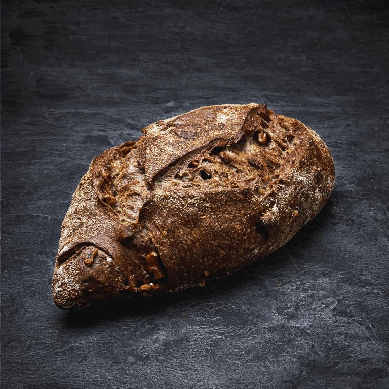 לחם שיפון אגוזים אובלי